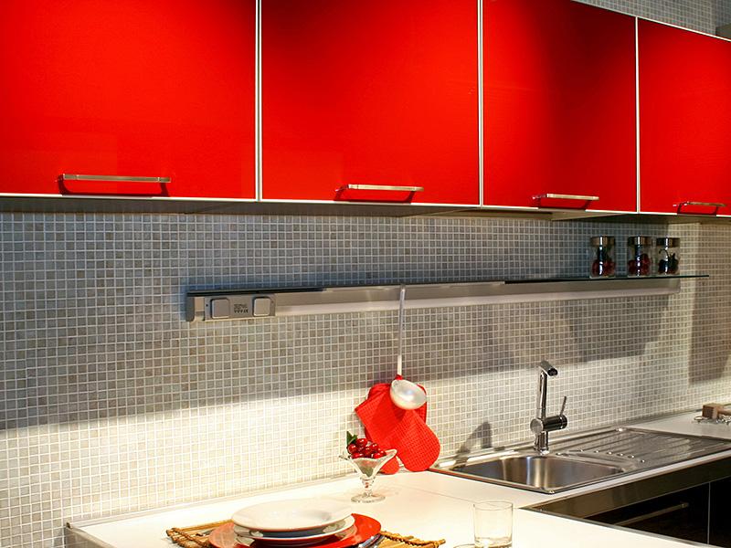 Rev tement adh sif rouge vermillon effet satin soldera - Revetement adhesif pour meuble ...
